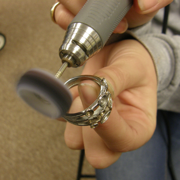 polishing a ring